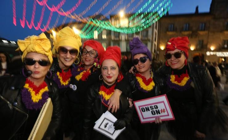 Las murgas animan la plaza de España