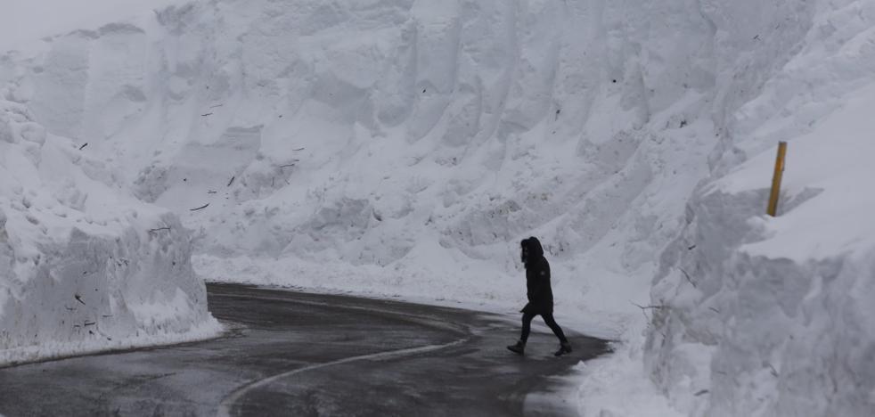 La subida de temperaturas en Asturias amenaza con acelerar el deshielo y provocar más aludes