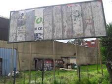 Retiran el polémico cartel del show lésbico de un club de alterne de Oviedo