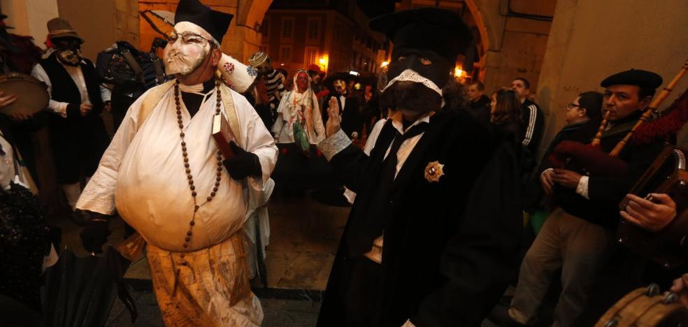 Antroxu de Oviedo | Los mazcaritos juzgan a 'Puchidemón'