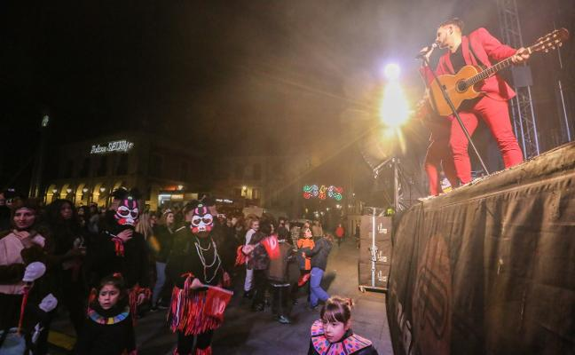 La orquesta acusada de machismo en Avilés: «No hubo nada que no se vea en otros espectáculos»