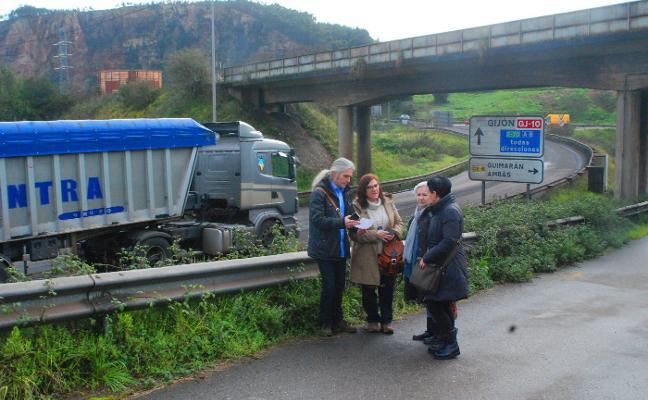 Vecinos de Carreño urgen el arreglo de la carretera Avilés-Gijón