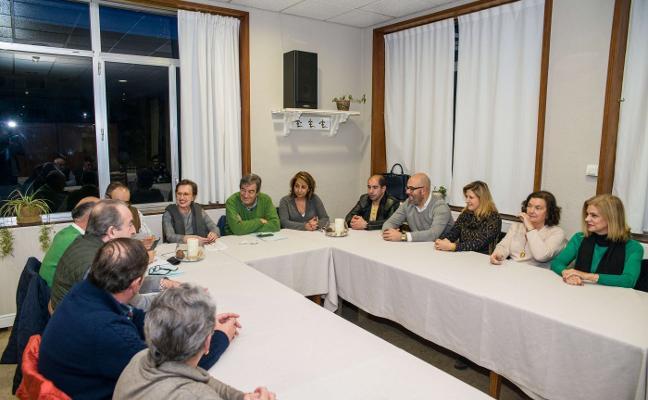 Álvarez-Cascos se reúne con los grupos locales de Foro