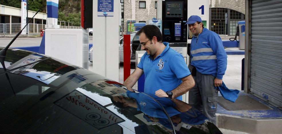 El Principado retira su proyecto de ley para obligar a que las gasolineras tengan personal