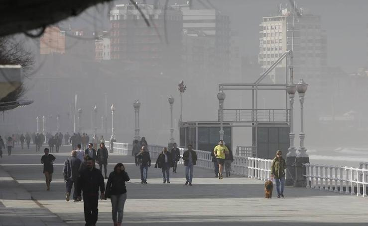 La niebla ensombrece a Gijón