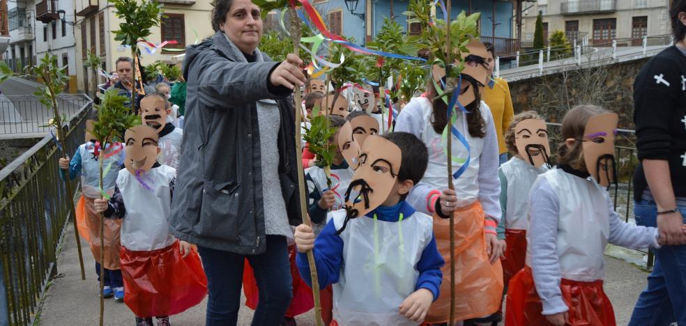 La Escuelina de Guilandeiros reúne a sesenta niños en su primera clase