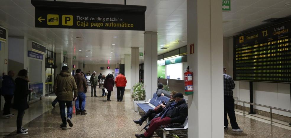 La falta de sistema antiniebla provoca una caótica jornada en el aeropuerto de Asturias