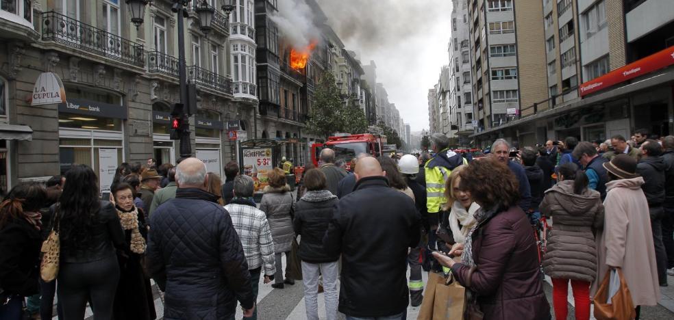 La familia del bombero fallecido en el incendio de Uría lleva a juicio al Ayuntamiento de Oviedo