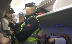 El regreso de un vuelo de Lisboa hace estallar la tensión entre los pasajeros