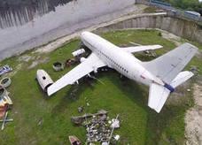 El misterio del Boeing 737 abandonado en Bali