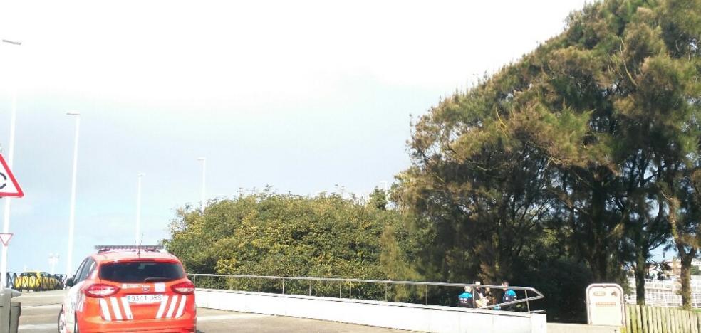 Asisten a un hombre indispuesto en la avenida de El Molinón