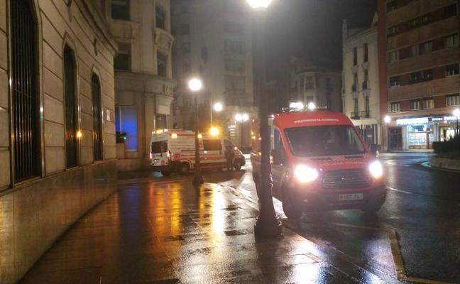 Un motorista herido al perder el control de su vehículo en la calle Libertad