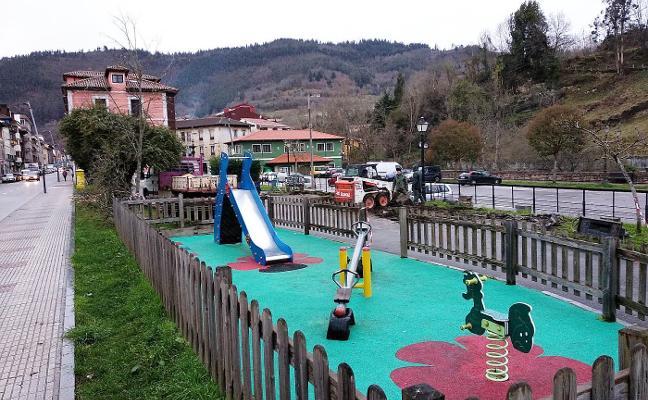 Arrancan las obras de ampliación del parque infantil de Infiesto