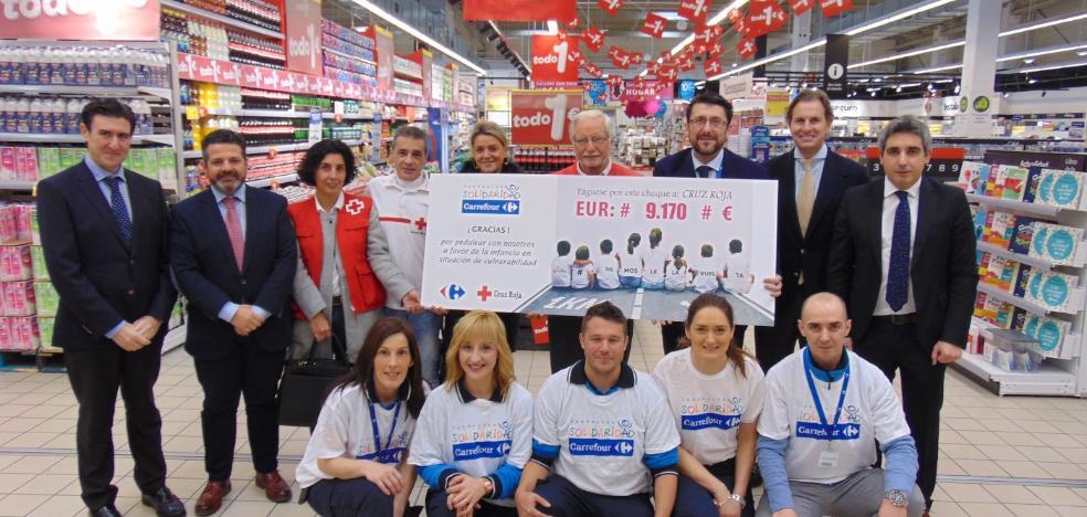 Carrefour entrega 9.170 euros a Cruz Roja de Mieres para comida