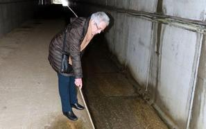 Piden mejorar la seguridad en un túnel peatonal de la variante