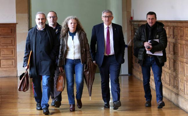 La Universidad de Oviedo estudia revocar el título de rector honorario a Franco