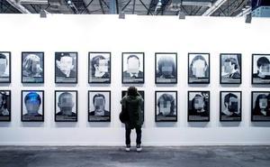Los «presos políticos» de Santiago Sierra, polémica anticipada en ARCO