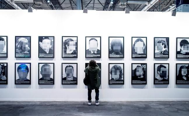 La obra de Santiago Sierra retirada de ARCO, vendida por 80.000 euros