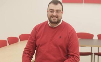 Adrián Barbón: «Algunos de los nuestros se han convertido en meros burócratas alejados de la realidad»