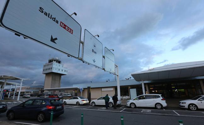 Dos ciudadanos de Malasia, detenidos en el aeropuerto de Asturias con maletas con angulas