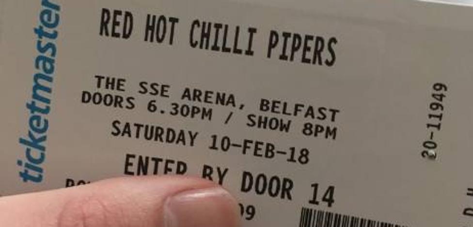 Regala a su novia unas entradas para los Red Hot Chili Peppers y acaban viendo a unos gaiteros