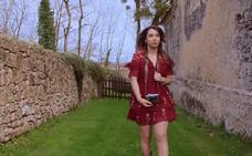 Paula Rojo muestra el palacio de Meres en su nuevo videoclip