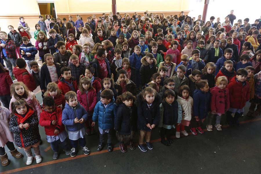 Manifiesto en asturiano en la Escuelona