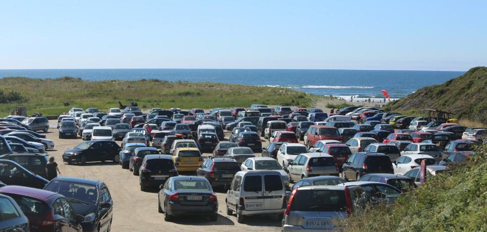 El Ayuntamiento de Castrillón estudia crear un nuevo aparcamiento en la playa de Bayas