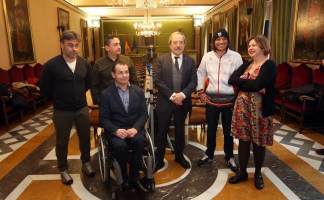 'Vic', medalla de oro en el nacional, recibido en el Ayuntamiento de Oviedo