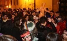 Almeida replica a 'Rivi' que luchar contra el botellón «no es represión»