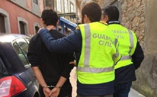 Detenidos los autores de un robo en el colegio 'San Luis' de Pravia