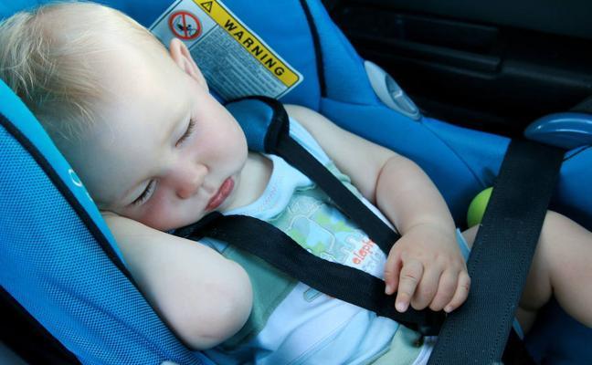 Cinco errores habituales en el coche que pueden costar la vida a tus hijos