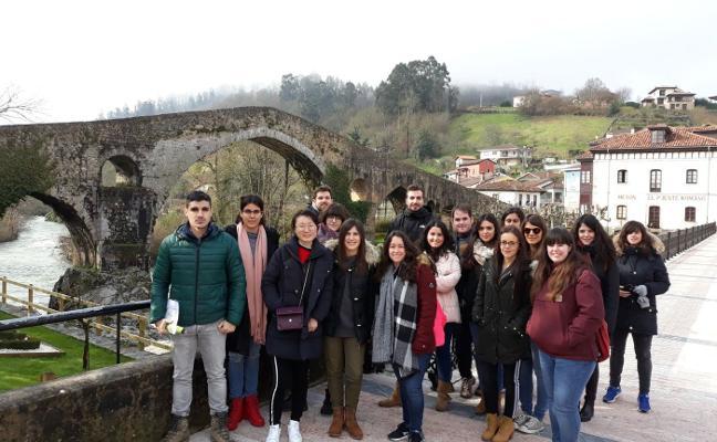 Los estudiantes de Turismo apuestan por las cuevas para atraer visitantes