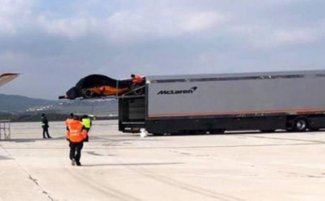 El viento desvela la imagen del nuevo McLaren de Alonso