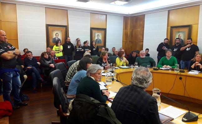 El Pleno de Carreño exige soluciones al tramo de carretera entre Veriña y El Empalme