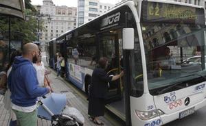 La Federación del Taxi critica las paradas de autobús a demanda para las mujeres