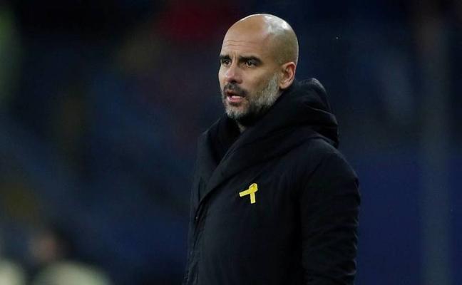Guardiola, acusado por la federación inglesa por el lazo amarillo