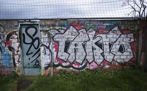 Las pintadas en Gijón preocupan a la junta de seguridad desde hace un año
