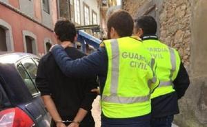 Dos detenidos por robar 24.000 euros en el colegio San Luis de Pravia