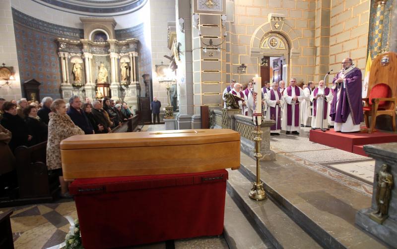 Multitudinario adiós al sacerdote Luis González Morán en Oviedo