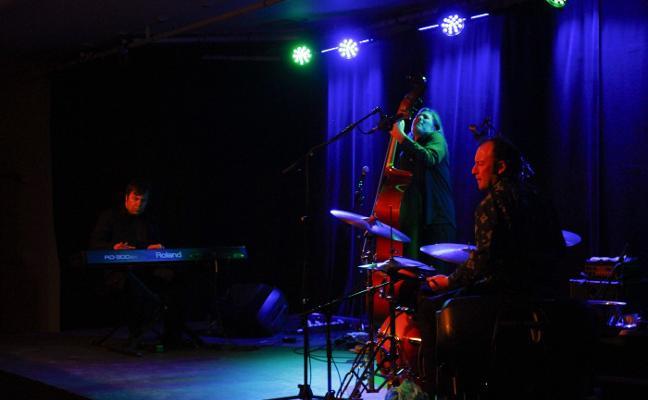 El trío Sumrrá acerca el jazz al Niemeyer