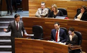 La derecha aprieta a Javier Fernández con los líos en el PSOE