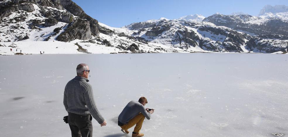 Asturias, con temperaturas bajo cero, espera nieve a cien metros el martes