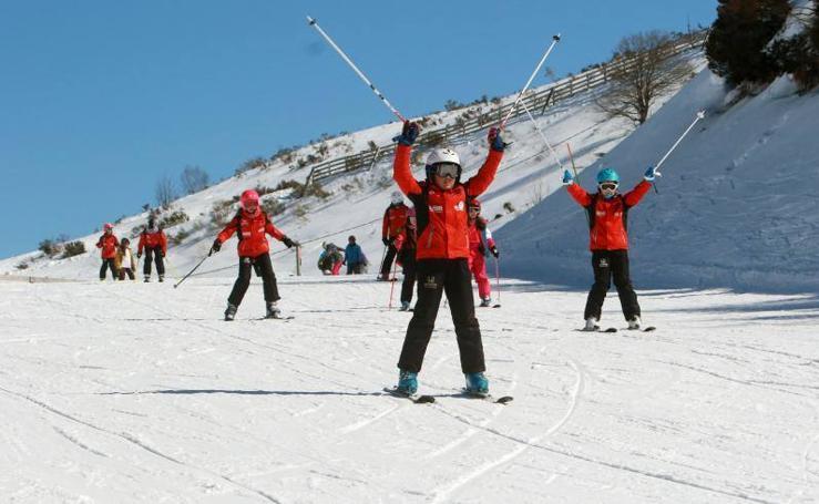 El buen tiempo y el deporte llenan Fuentes de Invierno