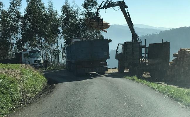 Los vecinos alertan de la peligrosidad de la carretera entre Agones y Villafría