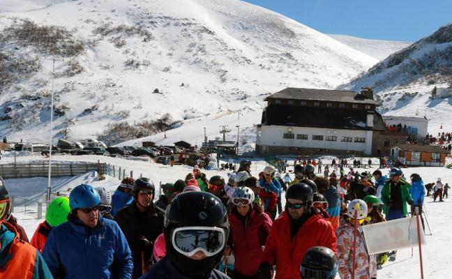 Prolongar la temporada de esquí, una petición de hosteleros y usuarios