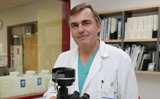 El doctor Francisco Vizoso, galardonado con el premio Paul Harris del Club Rotario de Gijón