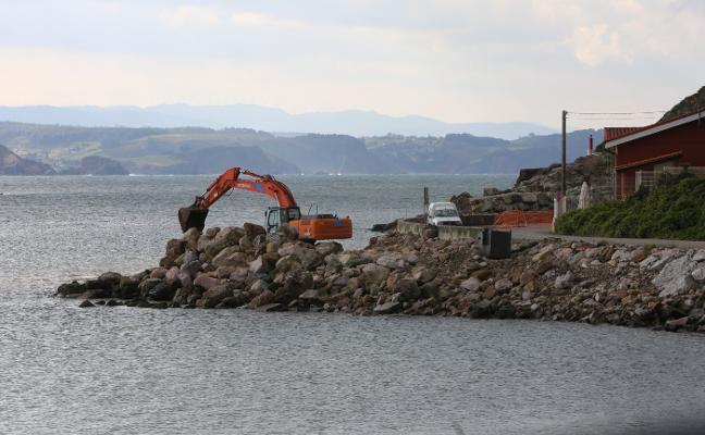 El puerto repara la escollera de El Arañón