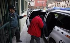 «Temí por mi vida», dice ante la jueza la joven acusada de matar a cuchilladas a un amigo