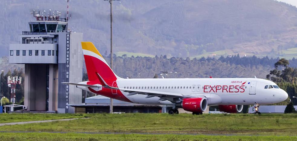 El último vuelo de Iberia Express de Asturias a Madrid saldrá a medianoche a partir de mayo